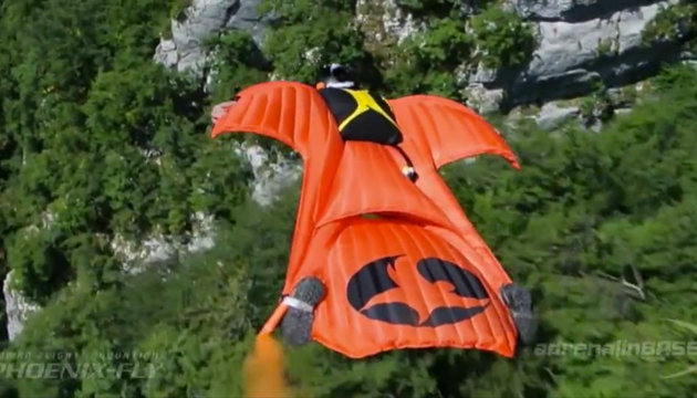 Article-Wingsuit