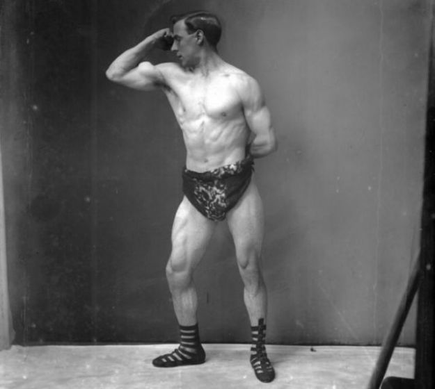 a_comparison_of_bodybuilding_throughout_the_years_640_02-w625