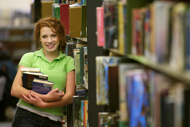 girl_with_books_2-w625