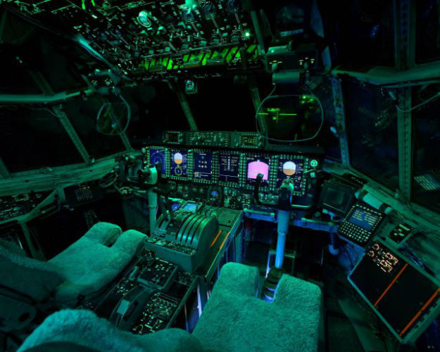 inside_the_cockpits_of_various_flying_machines_640_02-w625