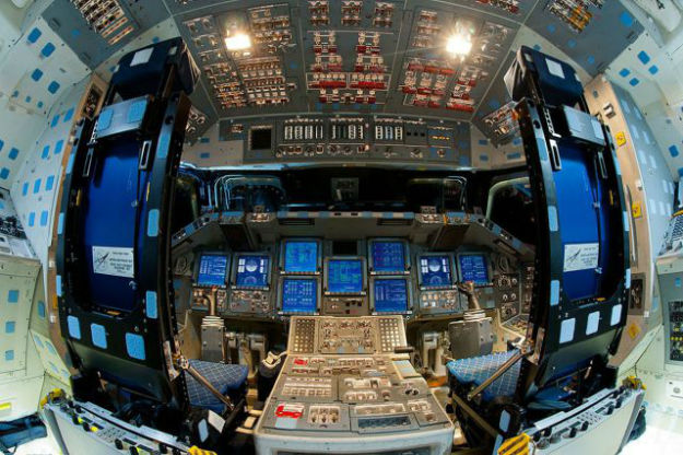 inside_the_cockpits_of_various_flying_machines_640_03-w625