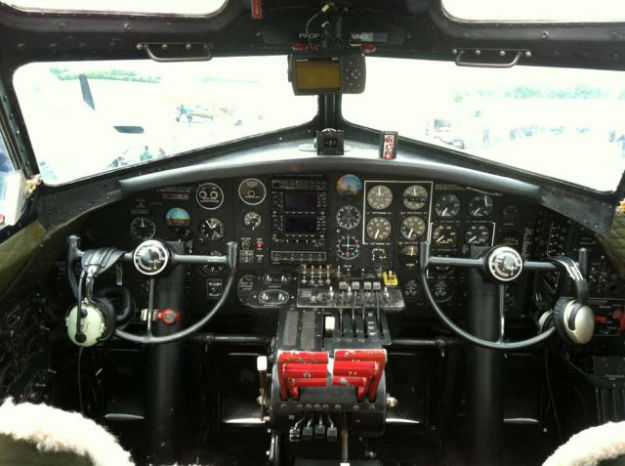 inside_the_cockpits_of_various_flying_machines_640_05-w625