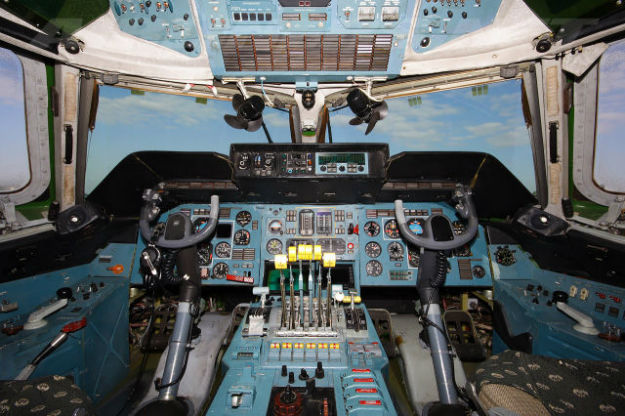 inside_the_cockpits_of_various_flying_machines_640_09-w625