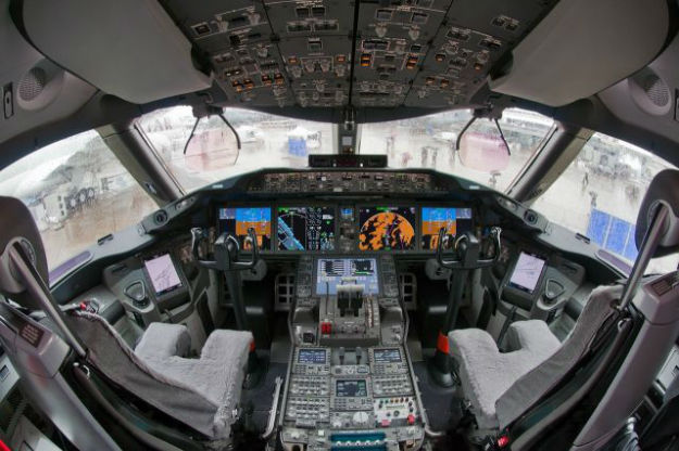 inside_the_cockpits_of_various_flying_machines_640_12-w625