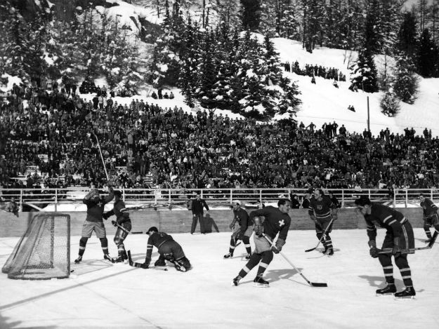 even-the-hockey-was-held-outside